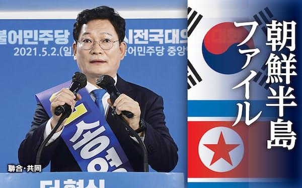 韓国の与党「共に民主党」の新代表に選出され、受諾演説を行う宋永吉氏(5月2日、ソウル)=聯合・共同