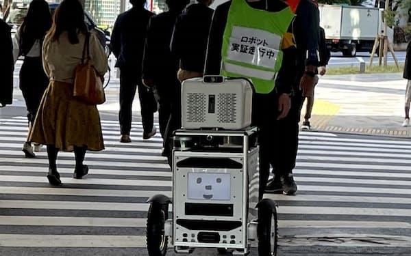 佐川は信号機を認識して横断歩道を渡る実験に成功した