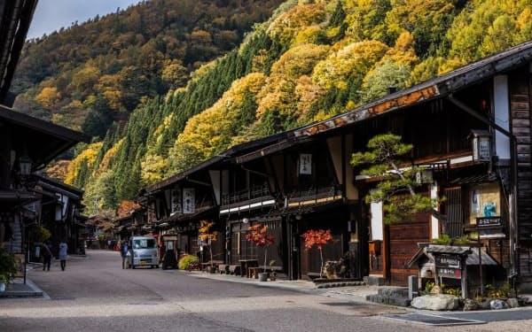 奈良井宿には江戸時代を思わせる町並みが残る