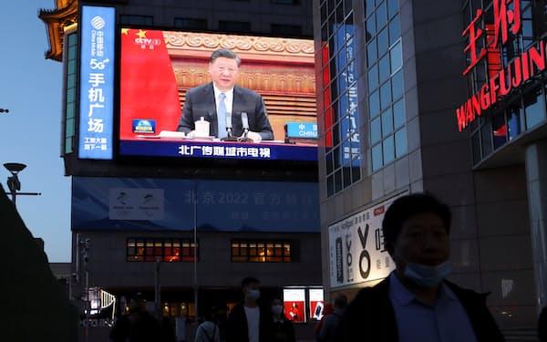 習近平国家主席は中国で広がる所得格差を問題視し始めている=ロイター