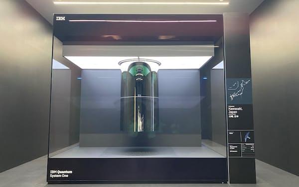 日本初のゲート型商用量子コンピューター「IBM Quantum System One」(撮影:日経クロステック)