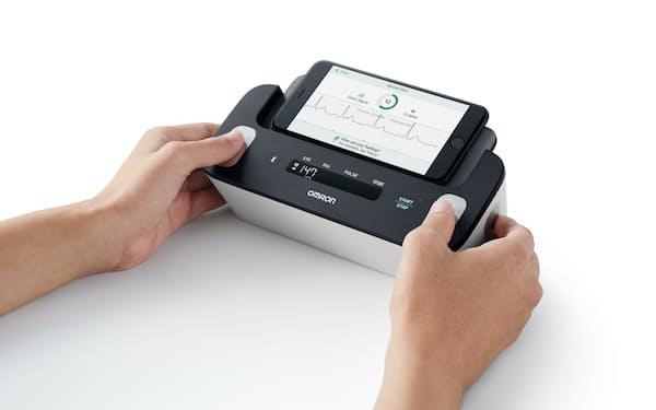 オムロンが試験に使う心電計付き血圧計