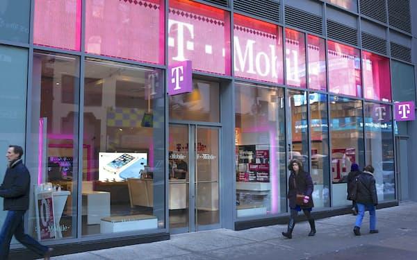 長期契約不要、低料金のプランで攻勢に出るTモバイルUSの店舗(ニューヨーク市内)