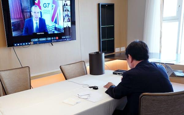 オンラインのG7外相会合に臨む茂木外相=外務省提供