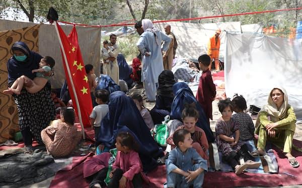 子どもの栄養不良も深刻になっている(10日、アフガニスタンの首都カブール)=ロイター