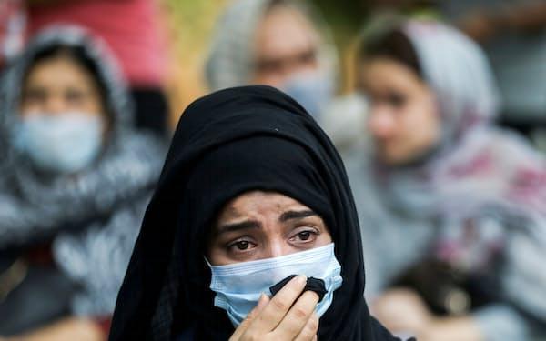 アフガン難民への支援を国際社会に呼びかける集会に参加するアフガン女性=ロイター