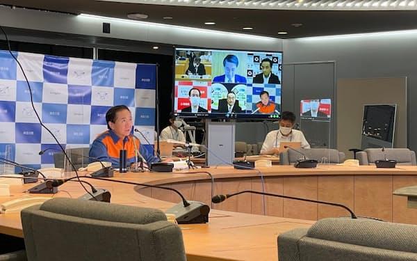 神奈川県の黒岩祐治知事は、ロックダウンのような強い人流抑制策の必要性を強調した(20日、県庁)
