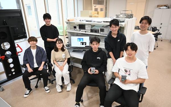 プロジェクトに参加する工学部の学生ら(京都市)