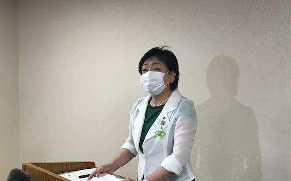 緊急会見を開いた仙台市の郡市長(20日、仙台市)