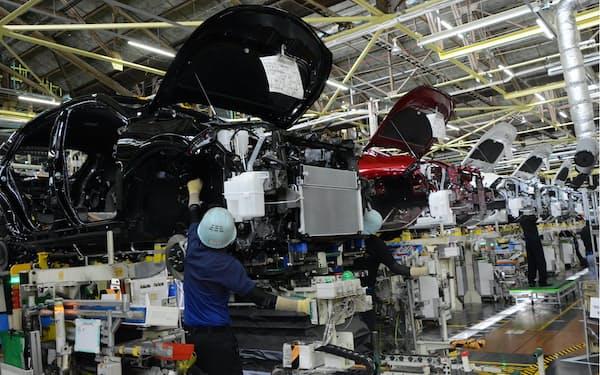 トヨタは東南アジアからの部品不足を主因に、国内工場で生産ラインの一部を止める(主力拠点の高岡工場)