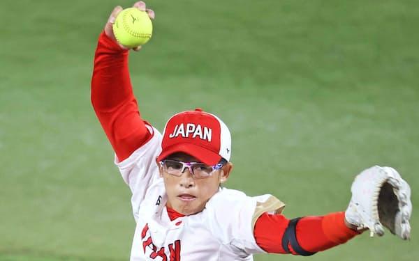 群馬県は東京五輪ソフト日本代表の上野選手ら13人に県民栄誉賞を贈呈する(7月27日、横浜市)