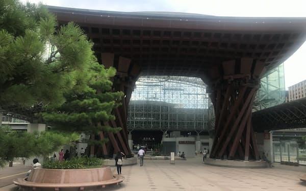 北陸新幹線で首都圏と直結する金沢駅