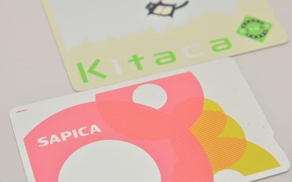 札幌の市営交通で使えるSAPICA(写真下)はJR北海道のKitaca(上)エリアでは使えない