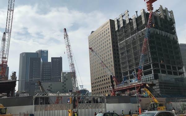 都内では各地で大型の再開発工事が進む