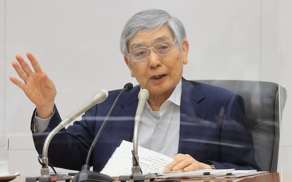 気候変動への対応を打ち出した日銀の黒田東彦総裁(7月、日銀本店)
