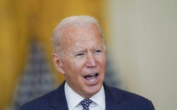 20日、バイデン米大統領はアフガニスタンからの国外退避をめぐり「最終的な結果は約束できない」と語った(ホワイトハウス)=AP