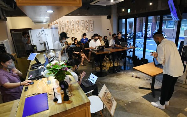 ビジネスコンテストで優勝すれば、資金調達のチャンスが与えられ、起業家への道もいよいよ現実味を帯びてくる(7月28日、東京都新宿区)