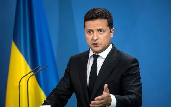 FILE PHOTO: Ukrainian President Volodymyr Zelenskiy gives statements ahead of talks at the Chancellery in Berlin, Germany July 12, 2021. Stefanie Loos/ Pool via REUTERS/File Photo