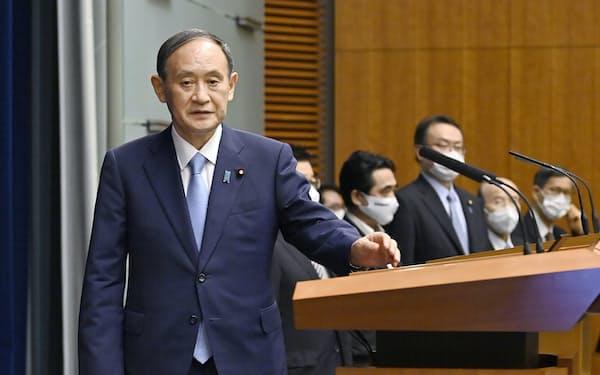 17日、記者会見に臨む菅首相=首相官邸