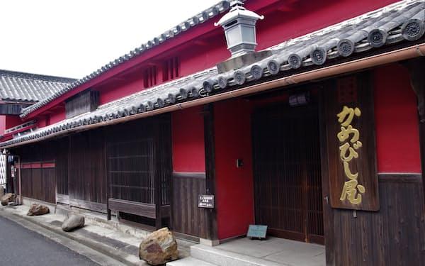 伝統の醤油製法を伝承しているかめびし屋(香川県東かがわ市)