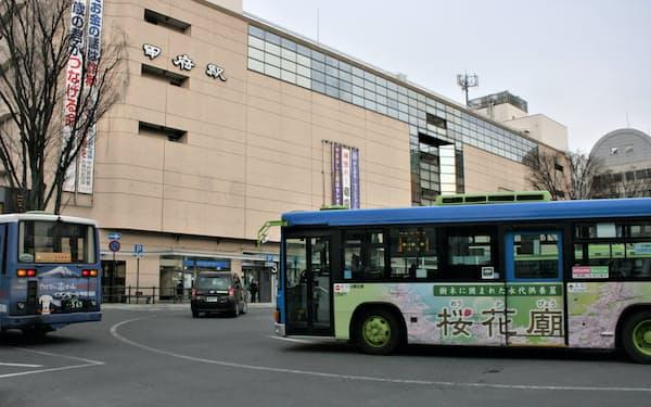 中部横断自動車道を利用して甲府と静岡を結ぶ路線が再開する(甲府駅南口のバスターミナル)