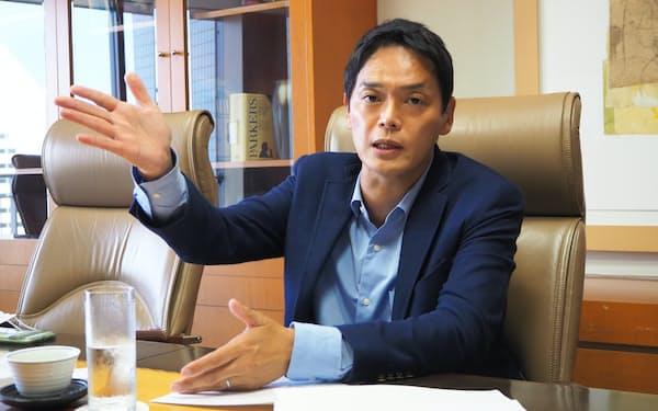山中氏はワクチン接種の拡充や経済活性化などへの意欲を語った(23日、横浜市)