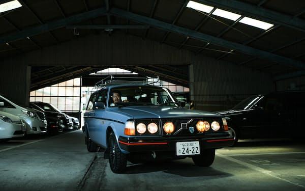 ライトやルーフキャリアを取り付けて車の印象を変える=目良友樹撮影
