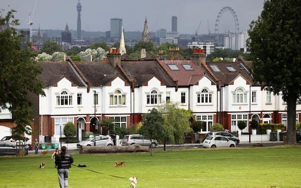 市民農園の順番待ちをしている英市民も多い(6日、ロンドン南部の住宅地)=ロイター