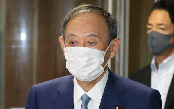 自民党役員会に臨む菅首相(24日午前、党本部)