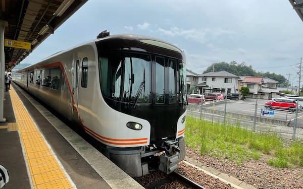 2022年度から投入されるJR東海の新型特急「HC85系」(岐阜県各務原市)