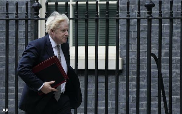 英国のジョンソン首相は24日の首脳会議前には米軍の撤収期限の延長を望んでいた=AP
