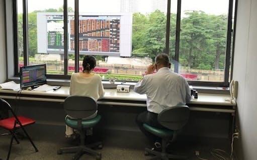 東京競馬場のパドック中継用ブース