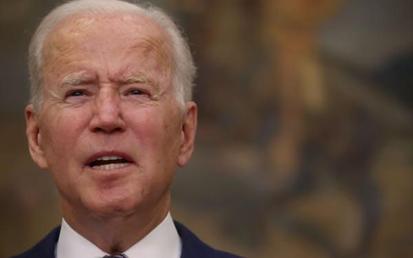 24日、バイデン米大統領は米国人らのアフガンからの退避をめぐり「現時点では31日までに完了できるペースだ」と語った(ホワイトハウス)=ロイター