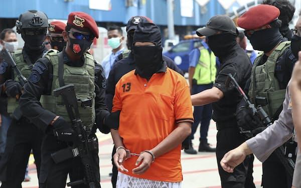 2002年のバリ島爆弾テロとの関連で逮捕されたイスラム過激派組織ジェマ・イスラミアの幹部アリス・スマルソノ容疑者(2020年12月、ジャカルタ近郊)=AP