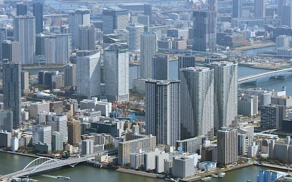 タワーマンションの販売は好調だ(写真は東京・中央、3月)