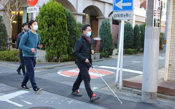 アシラセは視覚障害者の歩行を支援するシステムを開発する