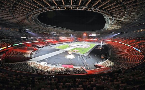 無観客で行われた東京五輪の閉会式(8日、国立競技場)