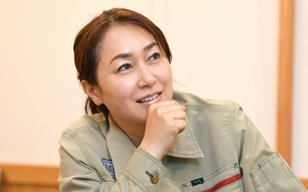 石坂典子さんは男性主導の会社や業界でも女性がリーダーになるために「広い視野を持とう」と助言する