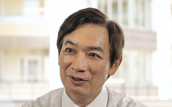 万国郵便連合の国際事務局長に選出された日本郵便の目時氏=共同