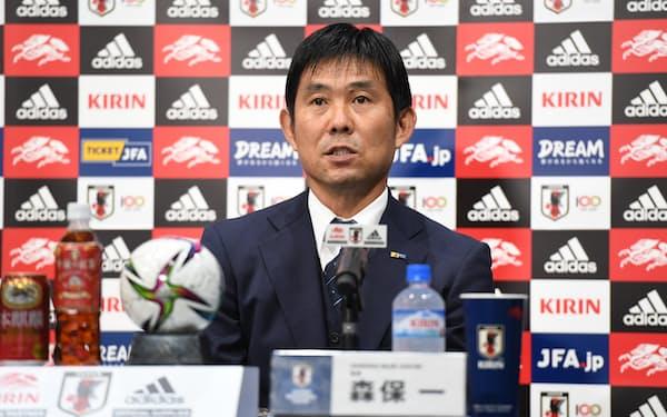 9月のサッカーW杯アジア最終予選に臨む日本代表メンバーを発表する森保一監督=日本サッカー協会提供