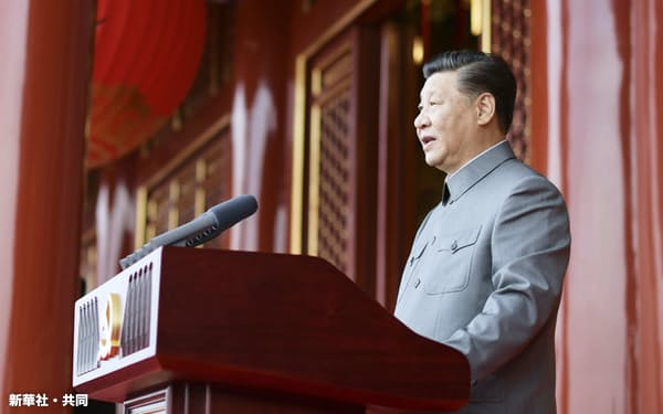 7月1日の中国共産党創立100年式典で演説する習近平国家主席=新華社・共同