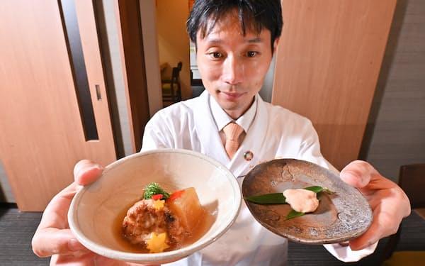 培養肉を使った料理を試作する割烹「雲鶴」の島村雅晴料理長(大阪市北区)