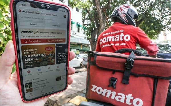 デリバリーサービスを手掛けるゾマトのドライバー。同社はインドで初めて上場した有力スタートアップとして注目を集めた