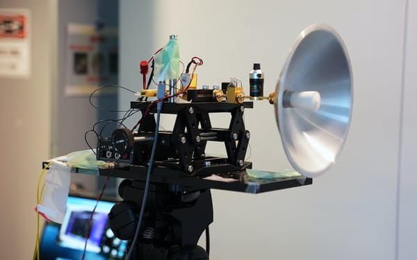 研究に利用した基地局に相当する無線受信機=NICT提供