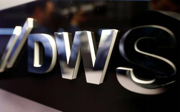 米独当局が、ドイツ銀行傘下の運用会社DWSの調査に入ったと報じられた=ロイター