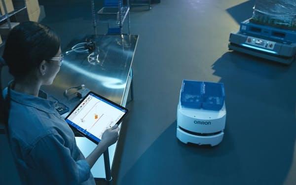 タブレット端末から複数種類の搬送ロボットの群制御が可能になる