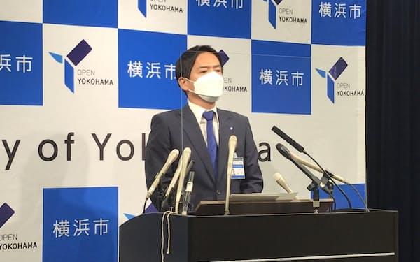 就任後、初会見に臨む山中市長(30日、横浜市役所)