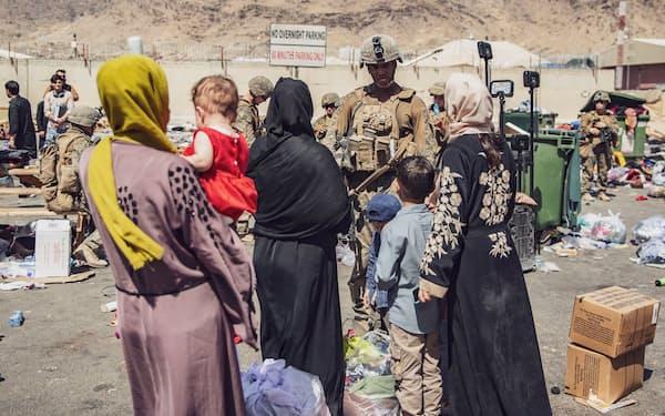9月以降にアフガン人を米国などに安全に退避させられるかが課題になる(28日、カブール)=ロイター