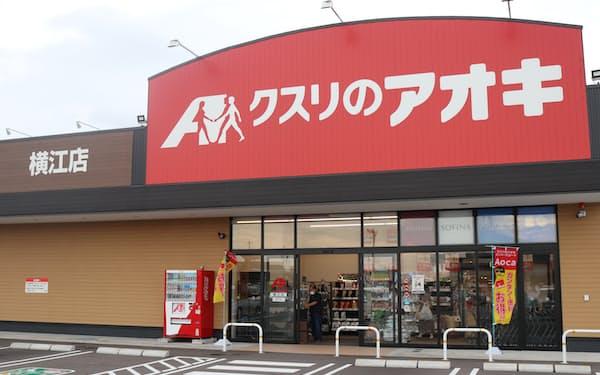 生鮮品や焼きたてパンを扱う「中型店」を展開する(石川県白山市にある店舗)