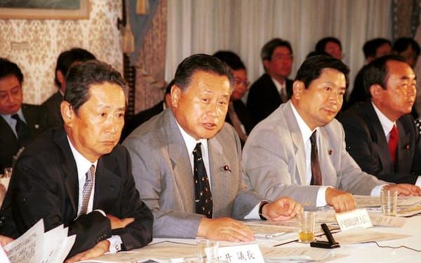 森喜朗政権はIT国家戦略の策定を決めた(2000年8月30日、首相官邸)